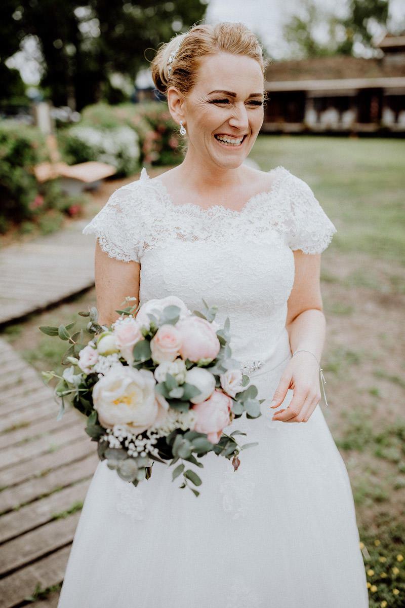 Hochzeitsfotos Braut Haus im Moor Goldenstedt Hochzeitsfotograf Lichtbildlars Vechta