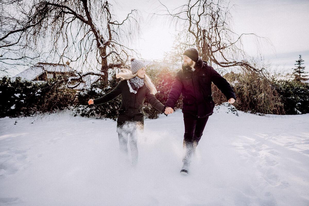 Paarshooting im Schnee in Vechta Fotograf Lichtbildlars